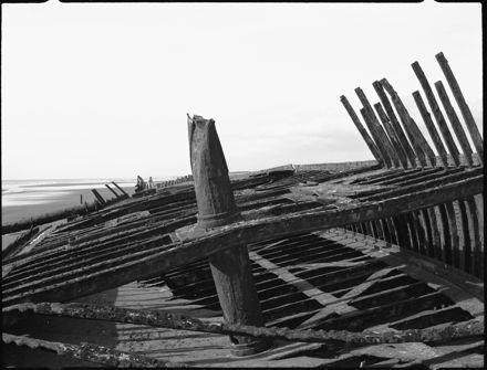 "Page 5: ""Hydrabad"" shipwreck, Waiterere Beach"
