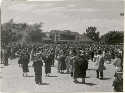 Crowds in front of Totalisator Building, Awapuni Racecourse