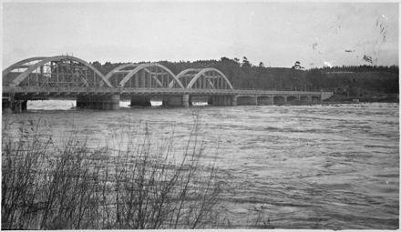 Construction of the second Fitzherbert Bridge