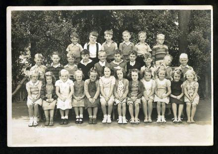Tony Evans Collection: West End School Std 1 class