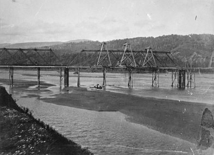 Ashhurst Bridge construction