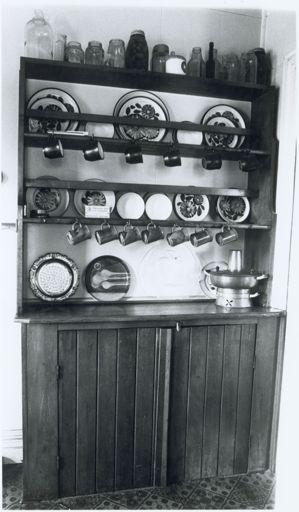 104 Napier Road, Kitchen Furnishings