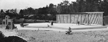 Construction of the Children's paddling pool, Victoria Esplanade