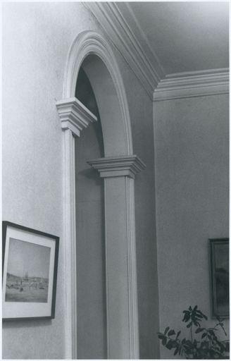 451 College Street, Hallway Archway