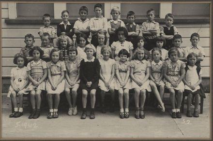 Terrace End School - Standard 2, 1942