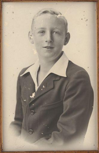 Wallis Ross - Terrace End School Dux, 1932