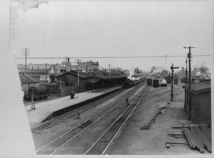 Palmeston North Railway Station, Main Street