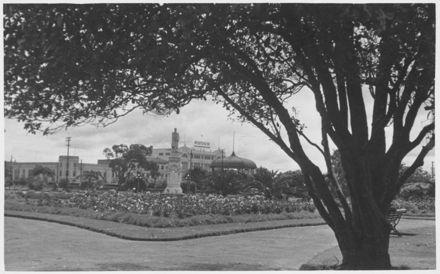 Statue of Te Peeti Te Awe Awe, The Square