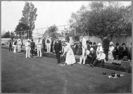 J A Nash and Mrs Elizabeth Nash playing Bowls