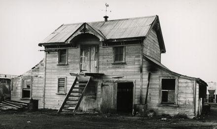 Looman's farm barn, 726 Rangitikei Line