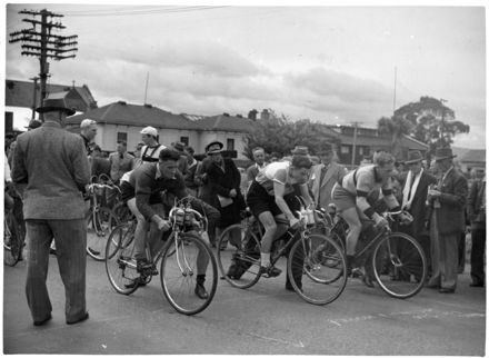 Start of the Wellington Cycle Race from Palmerston North