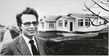 Dr Robert England
