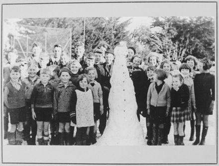 Fitzherbert East School Pupils with Snowman