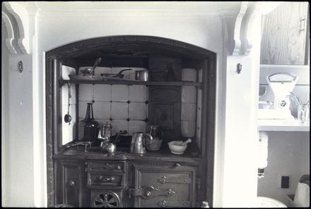 Kitchen range at 'Kaingahou', 642 Pioneer Highway