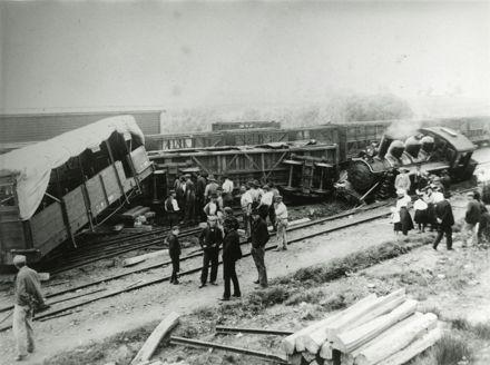 Train derailment at Halcombe