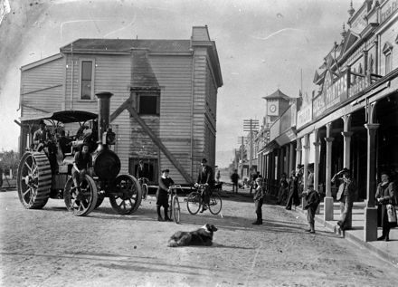 Old Bank of New Zealand building being moved by traction engine