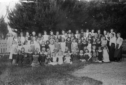 Girls and teachers of College Street School