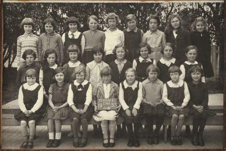 Terrace End School - Standard 2, 1933