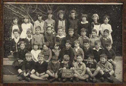Terrace End School Class Photograph, 1933