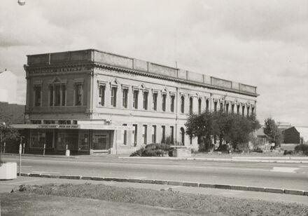 Coles building, The Square