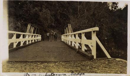 Horses on Black Bridge, Kahuterawa