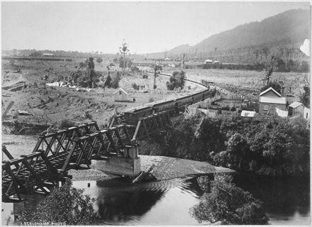 Train crossing the Waikanae Bridge