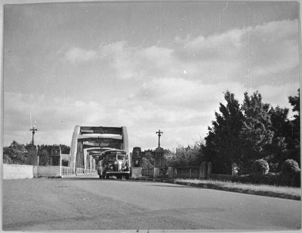 Public bus on the Fitzherbert Bridge