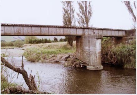 Tokomaru River rail bridge