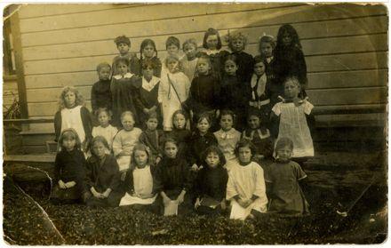 College Street School infant pupils