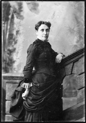 Mrs Mary Elizabeth (Minnie) Leary