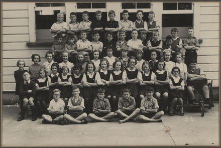 Terrace End School - Standard 4, 1942