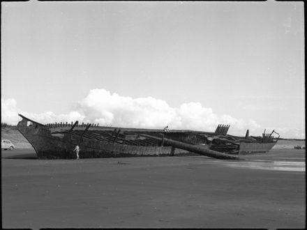 "Page 3: ""Hydrabad"" shipwreck, Waiterere Beach"
