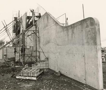 Globe Theatre under construction, Main Street