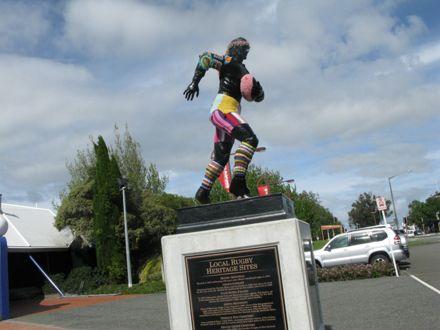 """""""Yarn Bombing"""" of Charles Monro Statue"""