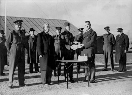 Mail delivery to the Army at Linton Military Camp