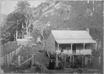 Mr and Mrs Dunn and farmhouse, Waiwaka