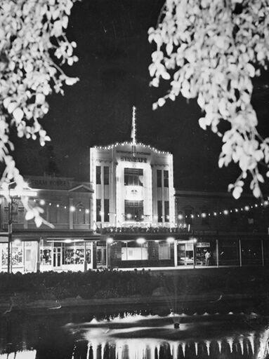 Manawatu Evening Standard building, The Square