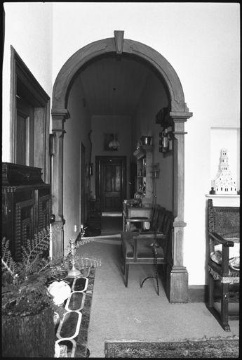 Hallway of 'Kaingahou', 642 Pioneer Highway