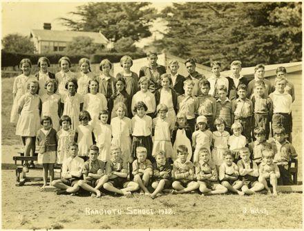 Rangiotu School pupils