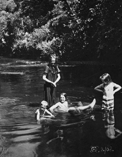 Monro children in Turitea Stream