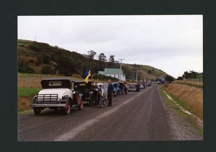 Parade of Vintage Cars and Floats for the Centenary of Aokautere School