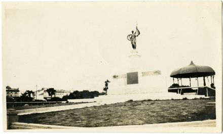 Andrews Collection: War Memorial and Band Rotunda, The Square