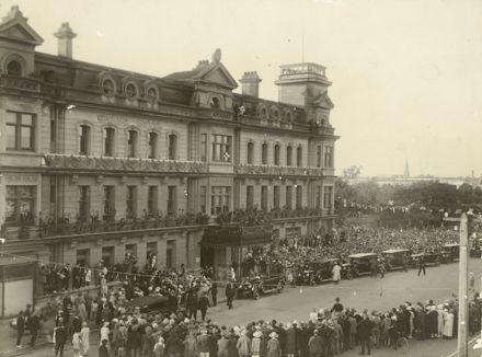 Duke and Duchess of York arrive at the Grand Hotel