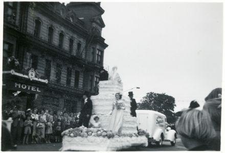 Wedding Cake Float - 1952 Jubilee Celebrations