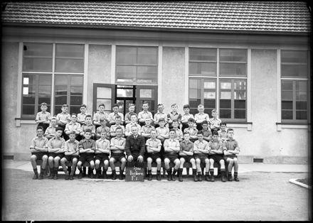 'Ikatere boys, Form I, Palmerston North Intermediate School