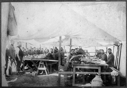Manawatu Mounted Rifles taking a meal