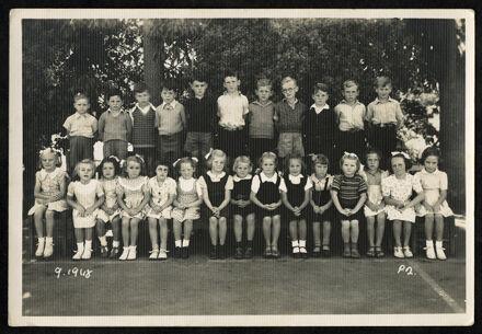 Tony Evans Collection: West End School Primer class