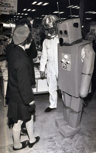 """Radio 2ZA Astronaut and """"Moon Man"""""""