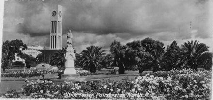 Te Peeti Statue and Clock Tower, The Square