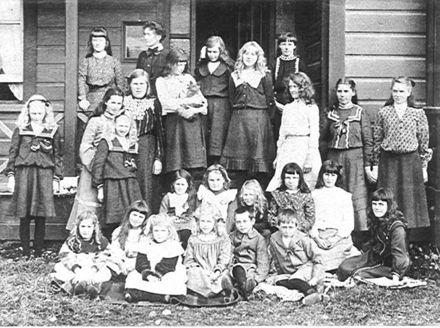 Norwood School, Queen St., Levin, 1904